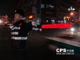 新装备—交通指挥棒肩式警示灯扮靓街头