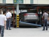 立体停车场轿车坠楼陷质量门 咋保证安全?