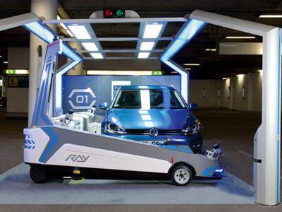 智能交通发展新方向:停车场智能机器人贴心服务
