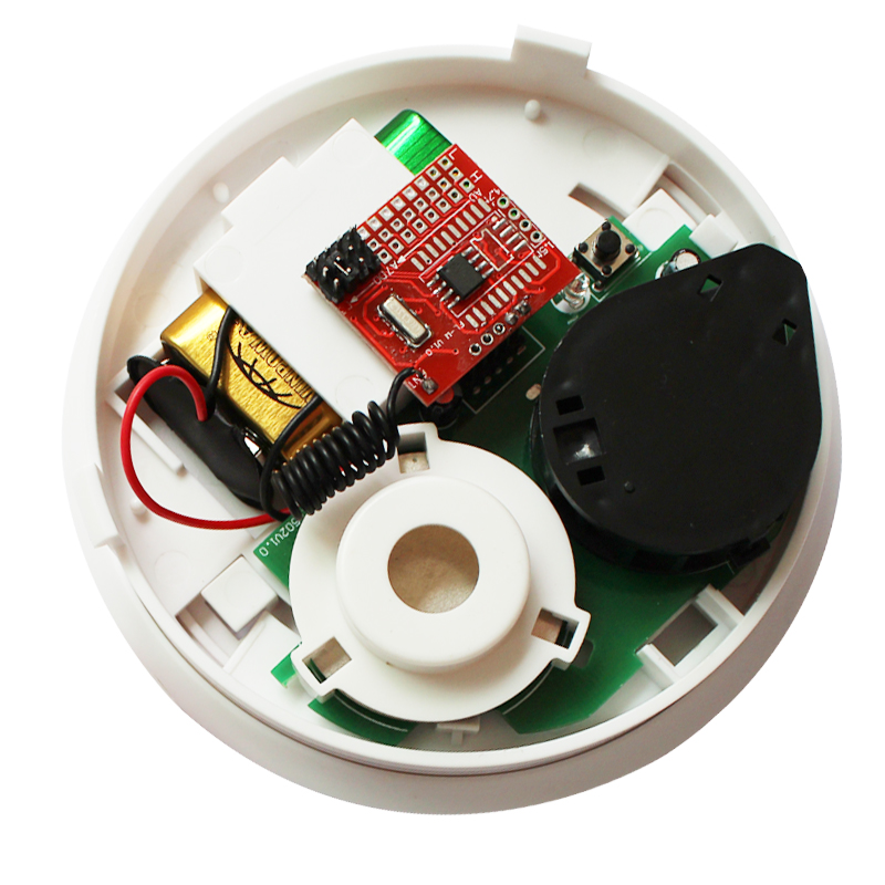 光电式感烟探测器简称探测器, 是采用烟雾中的颗粒折射红外光的原理