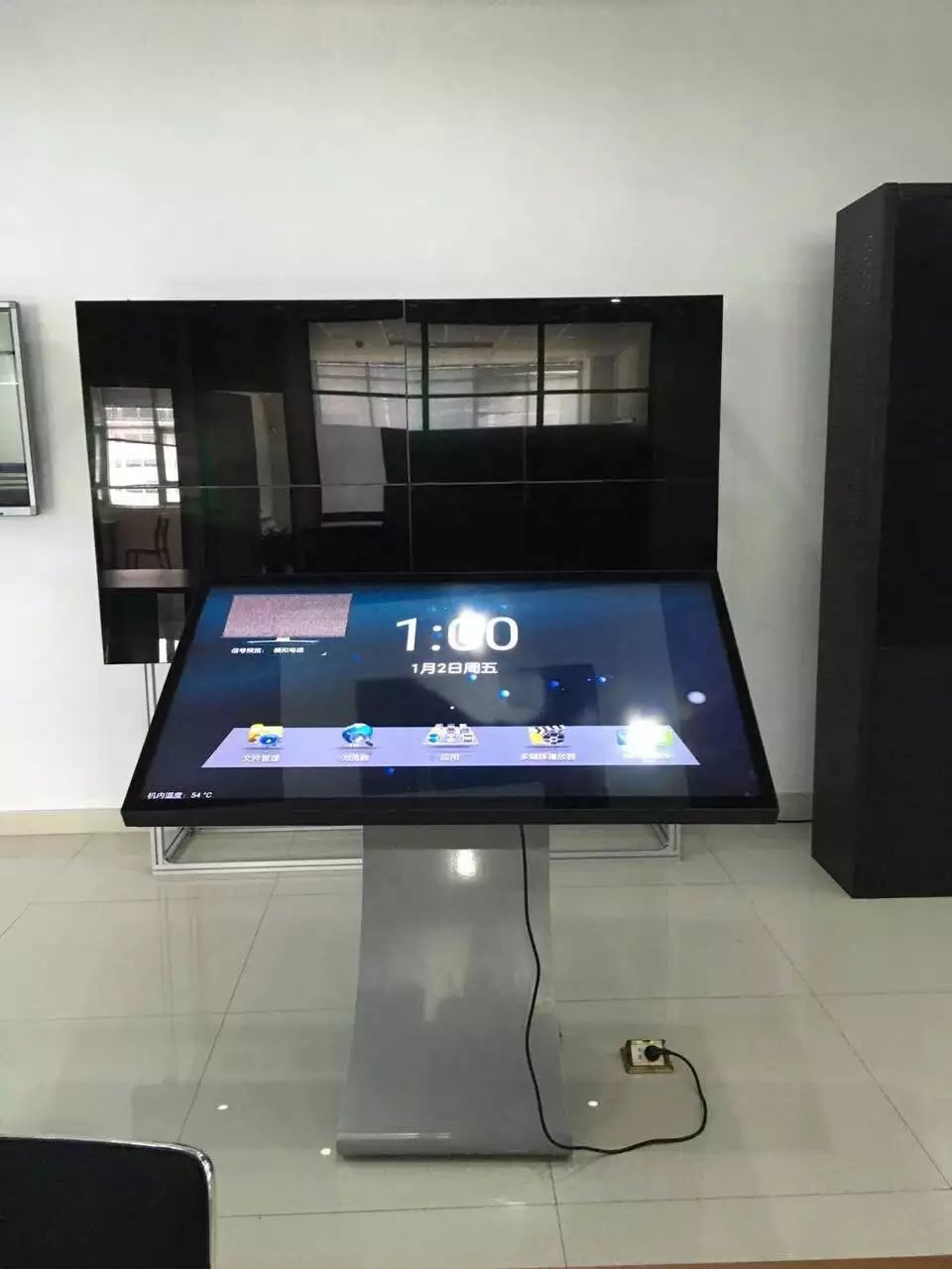 江苏液晶电视拼接屏,徐州一体机多少钱一台,苏州酒吧互动广告机