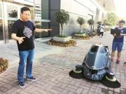深圳首款环卫机器人于福田口岸亮相