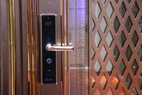 智能锁高端科技品牌,德犬手机门锁为家庭生活护航