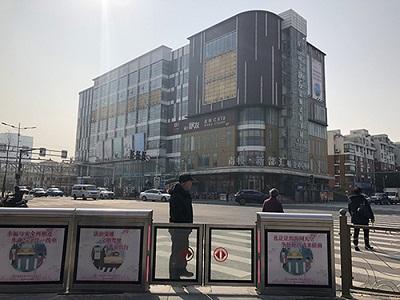 上海路口安装屏蔽门 违法降近八成