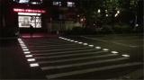 只要有人过马路斑马线就会闪灯
