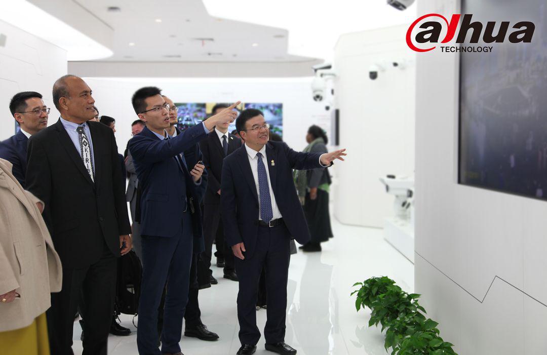 基里巴斯总统塔内希·马茂访问大华股份