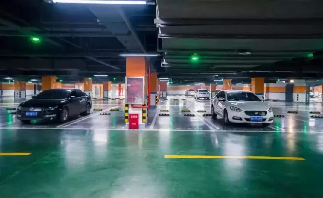 湖南长沙停车场地坪标线护角减速带道闸系统工程