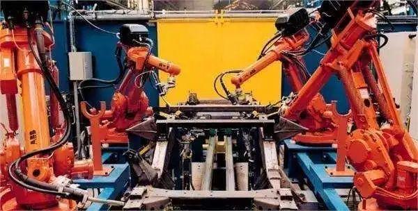 华北工控焊接机器人计算机产品方案,让焊接质量数字化、更可控