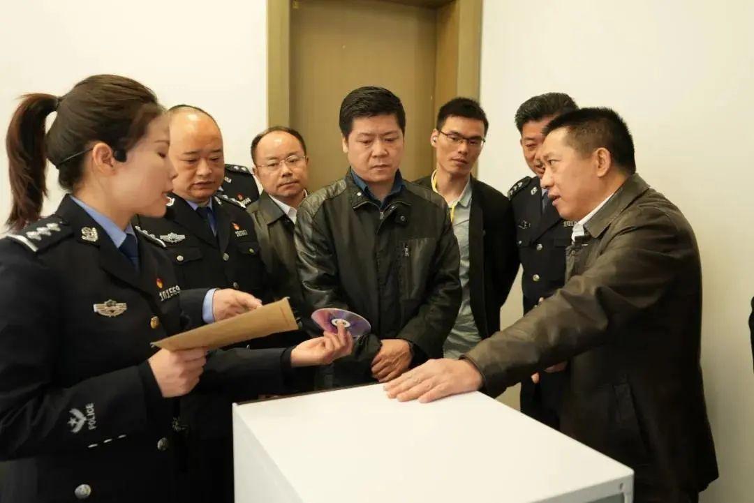 公安部法制局刘正强一行专题调研天地伟业执法办案管理中心样板