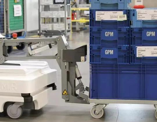 AI改变制造,华北工控专业护航AMR移动机器人深耕工业应用
