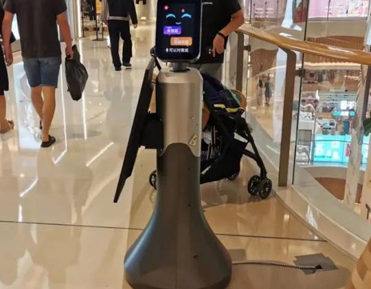 华北工控   人机共存时代加速到来,导览机器人多场景应用落地